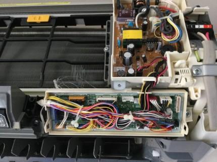 日立のお掃除機能付きエアコン 前基板