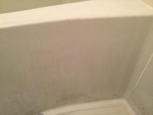浴槽側面の石鹼カス